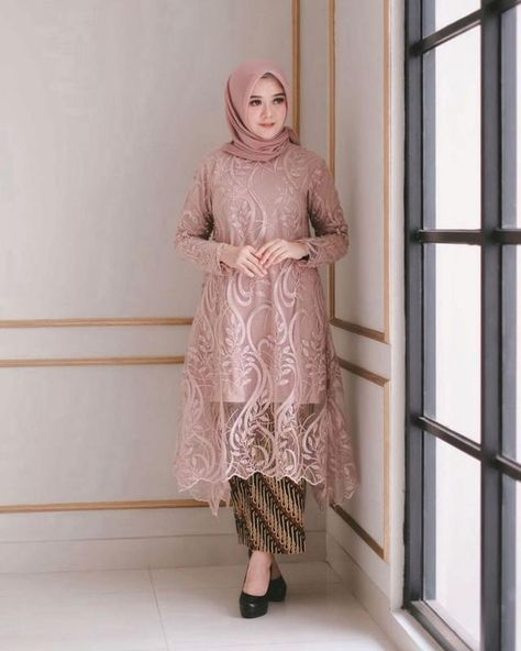 Model Dress brukat untuk lebaran 2020 – ND Kebaya Modern Hijab, Model Kebaya Modern, Kebaya Hijab, Kebaya Dress, Batik Kebaya, Modern Hijab Fashion, Batik Fashion, Batik Dress, Muslim Fashion