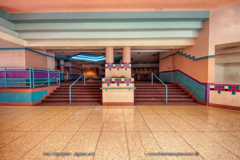 This Abandoned Mall Is Perfect for Your Zombie Back to School Shopping Abandoned Malls, Abandoned Buildings, Abandoned Places, Dead Malls, Nostalgic Pictures, Desert Places, Shopping Malls, Back To School Shopping, Retro Aesthetic