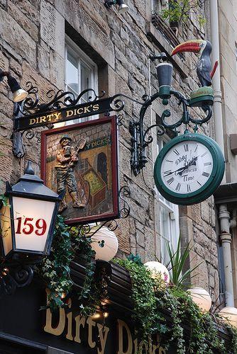 Pub Dirty Dick na rua Rose, Edimburgo, Escocia.