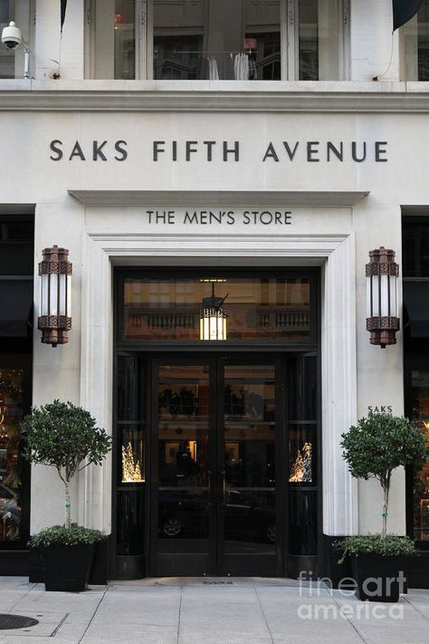 You feel amazed by some luxury store doors? Come see our selection! Facade Design, Exterior Design, Interior And Exterior, House Design, Studio Design, Villa, Luxury Store, Store Fronts, Store Design