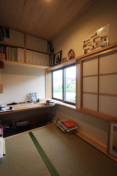 玄関横のご主人様の書斎 落ち着いて一人こもれる畳の空間です 住宅 家 インテリアアーキテクチャ
