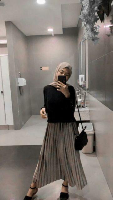 8 Cara Bikin Rok Plisketmu Jadi Naik Kelas Murah Nggak Butuh Banyak Waktu Model Pakaian Hijab Gaya Berpakaian Gaya Model Pakaian