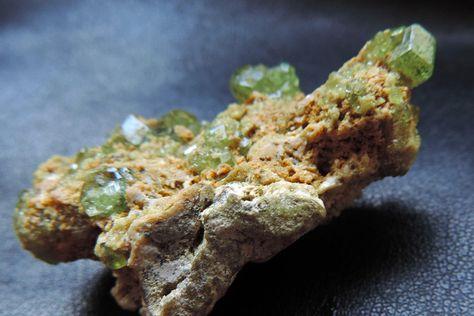 Rare Grenat Andradite Démanthoide de Madagascar. #RGH01 de la boutique DLVjewells sur Etsy
