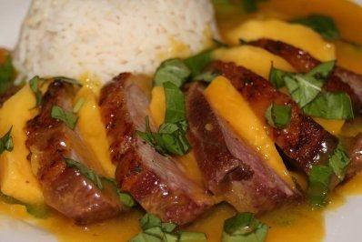 Weihnachten Entenbrust.Entenbrust Mit Mango Basilikum Soße