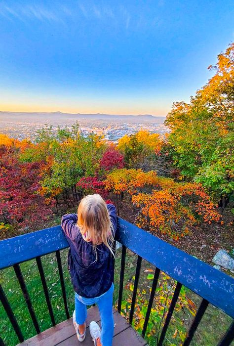 Planning to visit Roanoke VA? Here is a list of 22 cool things to do in Roanoke Virginia including tips on attractions, holiday events, places to eat, driving the Blue Ridge Parkway and more. Don't visit Virginia without learning about Roanoke and these Roanoke travel tips. #Virginia #Roanoke #BlueRidgeParkway #travel #familytravel #mountains