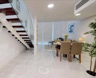 صور شقة دوبلكس مفروشة بالكامل ذات تراسات على القناة المائية في أبوظبي 4 Home Decor Home Decor