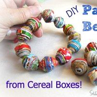 The Reason Why She Cuts Her Cereal Boxes Into Strips Is GENIUS! - Page 2 of 2 CEREAL BOX BEADS Supplies: Cereal boxes scissors tacky glue modge podge 14 gauge wire elastic string Directions: First, cut the cereal boxes long-ways into strips that are w Make Paper Beads, Paper Bead Jewelry, How To Make Paper, How To Make Beads, Beaded Jewelry, Paper Beads Tutorial, Jewellery, Diy Jewelry Projects, Diy Craft Projects