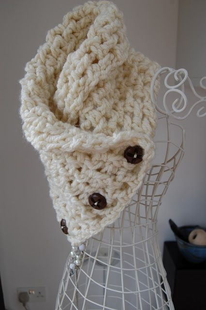 ~how cute would this be made with the deep blue homespun chunky yarn I thrifted over a year ago but had not found a project for until now~ Lattice Crochet Neck Warmer. Free pattern.