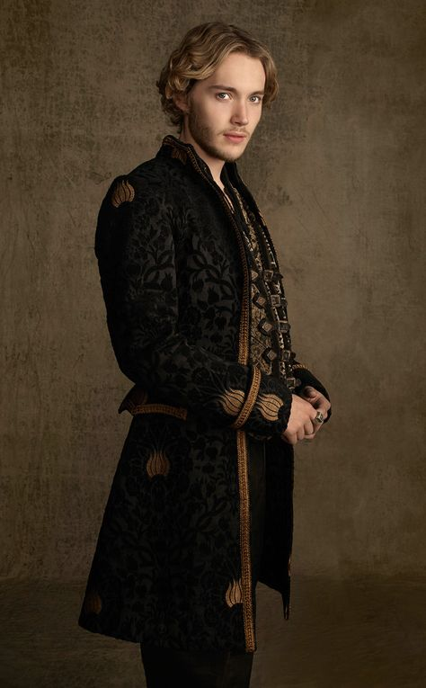 Francis (Toby Regbo) in a new look for Season 2 of #Reign on the CW
