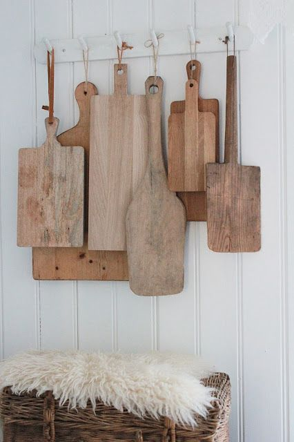 Your eye moves across all the sizes, textures and shapes of the breadboards. VIBEKE DESIGN: LIGHT in sight! New Kitchen, Vintage Kitchen, Kitchen Decor, Kitchen Country, Design Kitchen, Vibeke Design, Wood Cutting Boards, Wood Boards, Cutting Board Storage