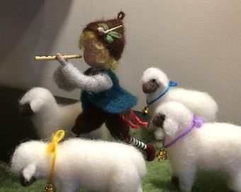 épinglé par ❃❀CM❁✿Needle felted doll Waldorf inspired Shepherd with pipe and sheep Wool Soft sculpture Art doll doll miniature Gift Nature