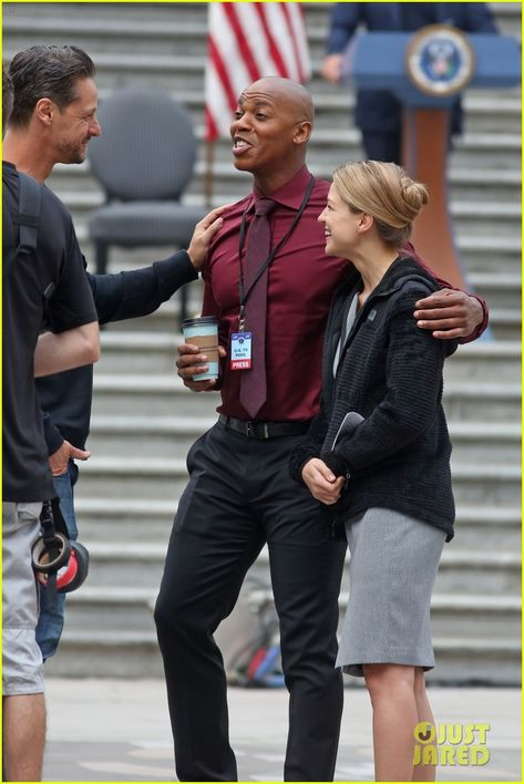 Melissa Benoist Makes Quick Change While Filming For Supergirl Photo 4128474 Jesse Rath Mehcad Brooks Melissa Supergirl Comic Supergirl Melissa Benoist