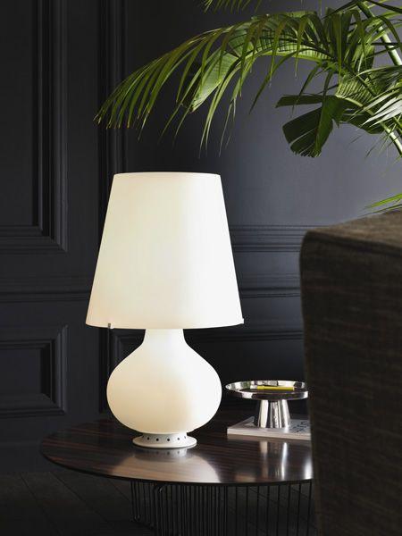 I designer si sono nel tempo cimentati con la progettazione di apparecchi illuminanti, dando forma a lampade da tavolo e scrivania che sono rimaste famose fino ad oggi, costituendo ancora oggetti cult. Le 20 Lampade Di Design Piu Famose Di Sempre Foto White Table Lamp Led Table Lamp Table Lamp