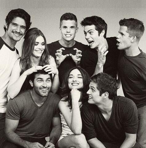 Teen Wolf Cast : Tyler Posey, Holland Roden, Charlie Carver, Dylan O'Brien, Max Carver, Tyler Hoechlin, Crystal Reed & Daniel Sharman