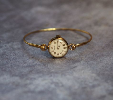 Vintage USSR Ladies Bracelet Watch Chaika 17 jewels 1970 via RetroWatch