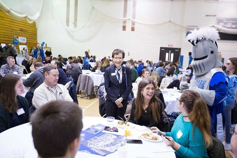 6 Questions to Ask at Admitted Students Days