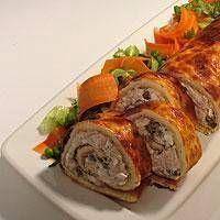 Tonnikala-munakasrulla ja salaattia