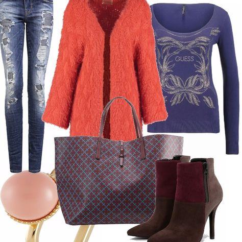 Outift per l'autunno con pezzo forte uno splendido cardigan color arancio. L'abbinamento che ho scelto è particolare con jeans strappati e stivaletti multicolor con tacco scamosciati. Maglia Guess sui toni del blu, che si abbina perfettamente con i jeans, gli stivali e la borsa, in modo da essere perfette anche togliendo il cardigan. Come gioiello ho scelto l'anello sul rosa. Super fashion ragazze.