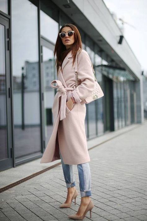 Lovely fall street style with this pink coat