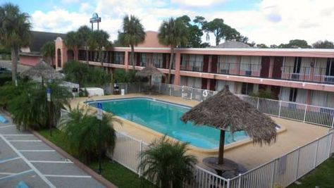 Budget Inn Pinellas Park Clearwater Florida This Hotel Offers An On Site Mexican Restaurant Outdoor Po