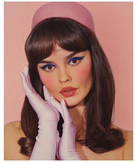 Vintage Makeup Looks, Retro Makeup, 70s Makeup Look, 1950 Makeup, Sixties Makeup, Disco Makeup, 20s Makeup, Twiggy Makeup, Gold Makeup