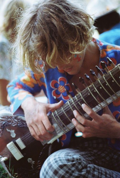 Learn how to play the beginning guitar with these easy to understand guidelines.  Trying to play an instrument is straightforward to learn, and may open countless musical doors.