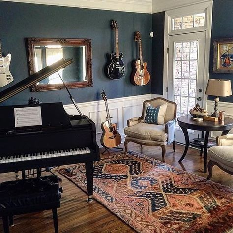 I& crushing big time on this music room! What a dream. Thanks for sharing your Homegirl pillows Happy Friday my friends! Home Music Rooms, Music Studio Room, House Music, Piano Room Decor, Office Music, Music Corner, Audio Room, The Ranch, Small Rooms