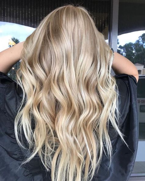 The long beach waves. The long beach waves. The post The long beach waves. appeared first on Haar. Blonde Hair Tips, Curled Blonde Hair, Blonde Hair Looks, Going Blonde, Beach Blonde Hair, Neutral Blonde Hair, Beautiful Blonde Hair, Blonde Beauty, Blonde Hair With Layers