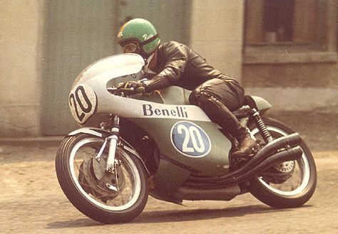 Kel Carruthers at the 1970 Isle of Man TT (via thevintagent)