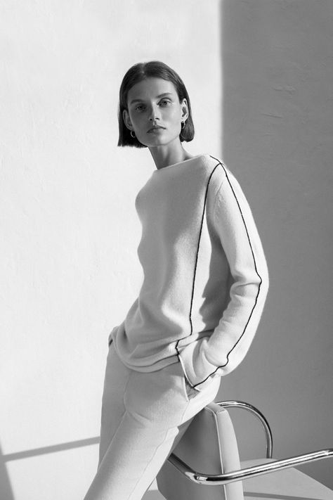 TSE Pre-Fall 2018 collection, runway looks, beauty, models, and reviews.