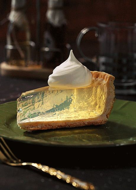 i bet you didn't expect a clear lemon pie here we will answer all Just Desserts, Delicious Desserts, Dessert Recipes, Yummy Food, Fancy Desserts, Dessert Food, Aesthetic Food, Cute Food, Awesome Food