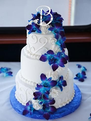 Round White Wedding Cake with Swirls and Blue Orchid Flowers wedding cakes blue Waterfront Tampa Bay Wedding Round Up Royal Blue Wedding Cakes, Wedding Cakes With Cupcakes, Wedding Cakes With Flowers, Beautiful Wedding Cakes, Beautiful Cakes, Dream Wedding, Wedding Blue, Cake Wedding, Trendy Wedding