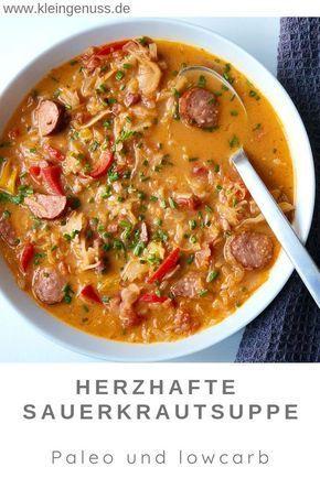 Hier findest du ein Rezept für eine herzhafte Sauerkrautsuppe mit Mettwurst, das ich dir nur empfehlen kann. Die Suppe ist einfach und schnell zubereitet. Sie hinterlässt ein wohlig warmes Gefühl und ist dabei für die low carb und Paleo Ernährung geeignet. #suppe #sauerkraut #lowcarb #paleo #sauerkrautsuppe #einfach #schnell