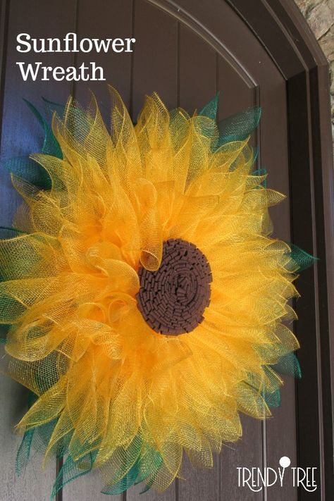 How to Make a Sunflower Wreath with Mesh. - - Want to make a sunflower wreath? We have the supplies you need to make this stunning sunflower wreath.or a flower wreath in any other color! Sunflower Burlap Wreaths, Burlap Flowers, Paper Flowers, Sunflower Tree, Sunflower Decorations, Sunflower Crafts, Floral Wreaths, Paper Flower Backdrop, Wreath Crafts