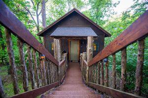 Oak Crest Cottages Treehouses Reservations Backup Link Https Www Oakcrestcottages Com Eureka Springs Lodging Eureka Springs Hotels Eureka Springs Cabins
