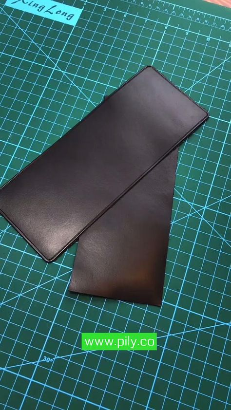Diy Leather Wallet Pattern, Leather Bag Tutorial, Leather Card Wallet, Handmade Leather Wallet, Sewing Leather, Leather Gifts, Leather Craft, Leather Working Tools, Accessoires Iphone