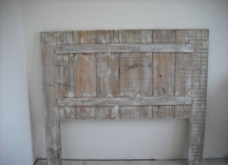 Tête de lit avec bois récupéré (vieille grange ou palette - peindre un lit en bois