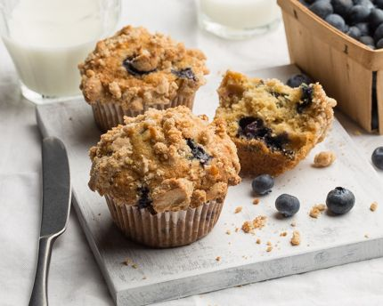 Buttermilk Blueberry Muffins With Crumble Topping Recipe Muffin Recipes Blueberry Crumble Topping Blue Berry Muffins