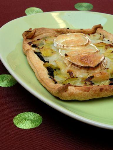 Tarte fine tapenade, poireaux et chèvre - Recette de cuisine Marmiton : une recette
