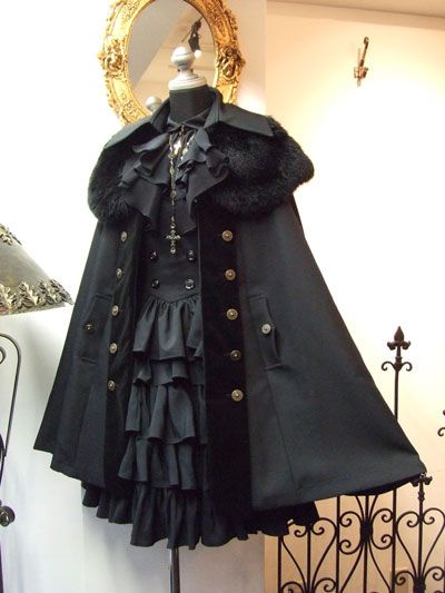 Generally I have seen cape coats in sweet lolita coordinates but wow do I like it for Gothic lolita! Gothic Lolita Dress, Gothic Lolita Fashion, Gothic Outfits, Lolita Style, Black Gothic Dress, Gothic Coat, Lolita Goth, Victorian Gothic, Dress Black