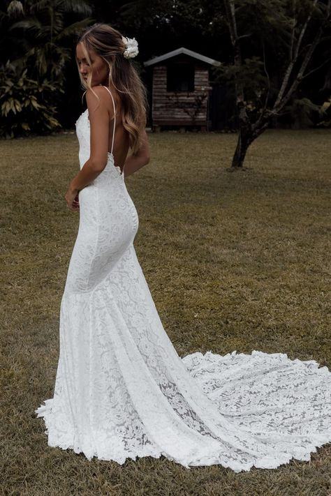Fall in love with our famous Clo silhouette paired with our favourite shimmery, pearlescent threaded lace. Top Wedding Dresses, Wedding Dress Trends, Wedding Gowns, Lace Wedding, Lace Beach Wedding Dress, Wedding Dress Sheath, Simple Wedding Hair, Simple Bridal Dresses, Classic Wedding Dress
