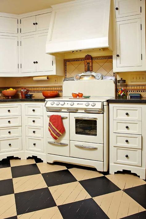 Visiting a 1930s California Casita Spanish Colonial Kitchen style