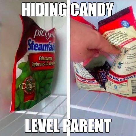 Wenn du deine Süßigkeiten vor den Kindern verstecken willst, bewahre sie in der leeren Verpackung von etwas Gesundem auf. | 100 geniale Lifehacks für Eltern, die Dein Leben leichter machen