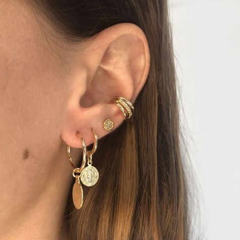 #jewelryaddict ##fashionjewelry #acessorios #goldjewelry #streetstyle #stackednecklaces #piercings #stackedearrings #goldhoops