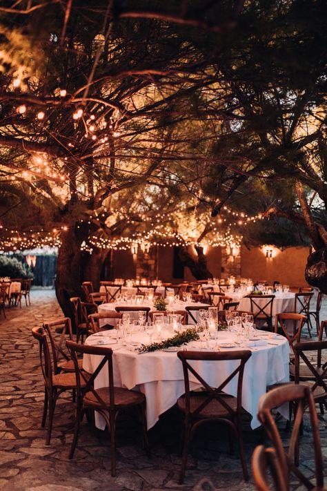 Mariage Le rocher Lumio Corsica wedding Wedding table night Mariage diner extérieur Déco mariage corse Mariage corse