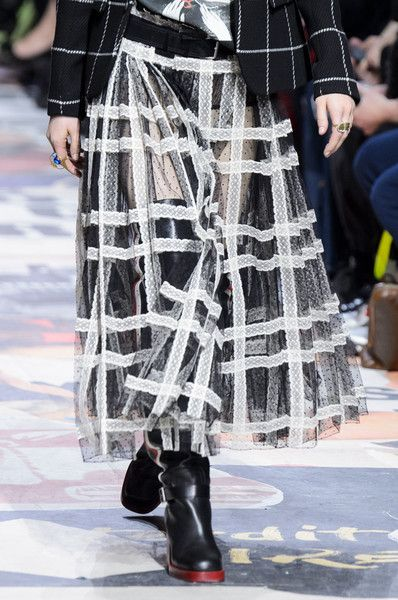 Christian Dior, Fall 2018 - The Most Fabulous Details From The Parisian Runways For Fall 2018 - Photos