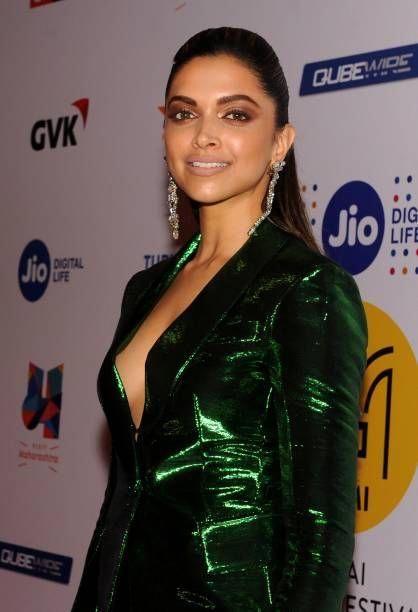 Indian Bollywood Actress Deepika Padukone Attends The Award Ceremony Of The Jio Mami Deepika Padukone Style Bollywood Actress Hot Photos Deepika Padukone Hot