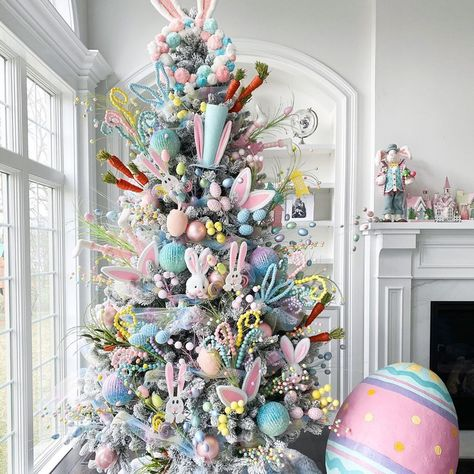 An Easter Tree Is the Spring Decoration We All Need Right Now Easter Tree Decorations, Christmas Tree Themes, Holiday Tree, Easter Wreaths, Church Decorations, Spring Decorations, Valentine Decorations, Table Decorations, Shabby Vintage