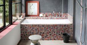 Les baignoires carrelées, un bon moyen de mettre de la gaieté dans sa salle de bains.
