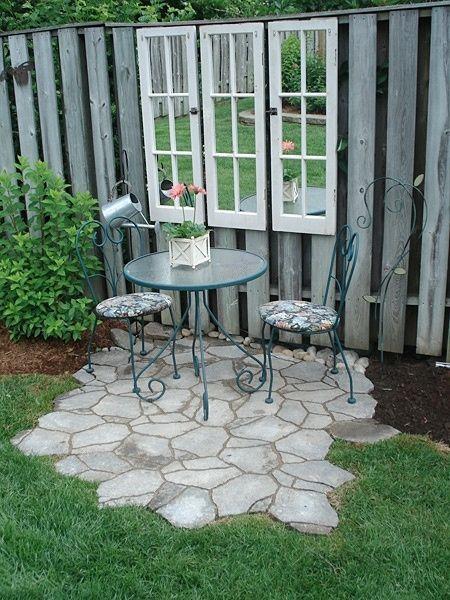 Elegant kleine Terrasse mit Fliesen verlegt und Trittplatten im Rasen Garten Pinterest Fliesen verlegen kleine Terrasse und Rasen